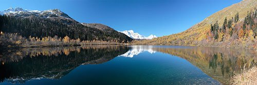 Панорама озера Кардывач осенью