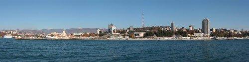 Панорама морского порта и побережья
