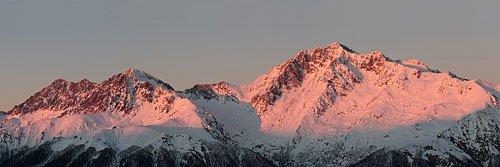 Панорама хребта Чугуш на закате