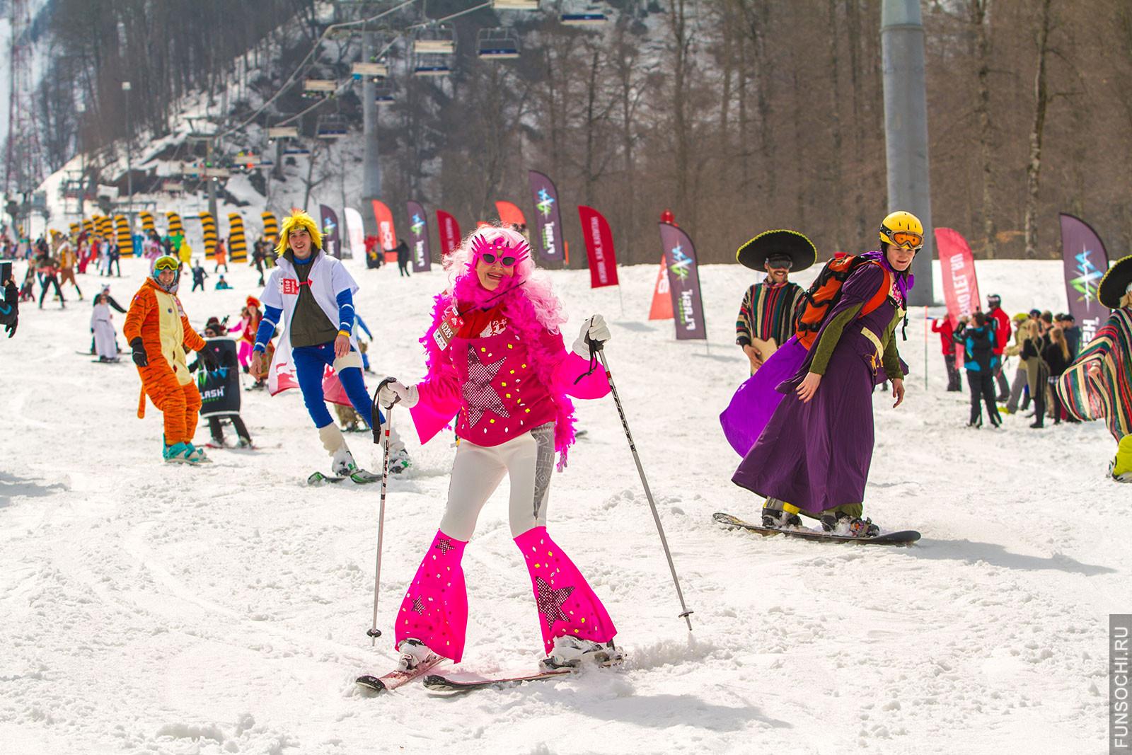 Спуск в карнавальных костюмах фото Роза Хутор