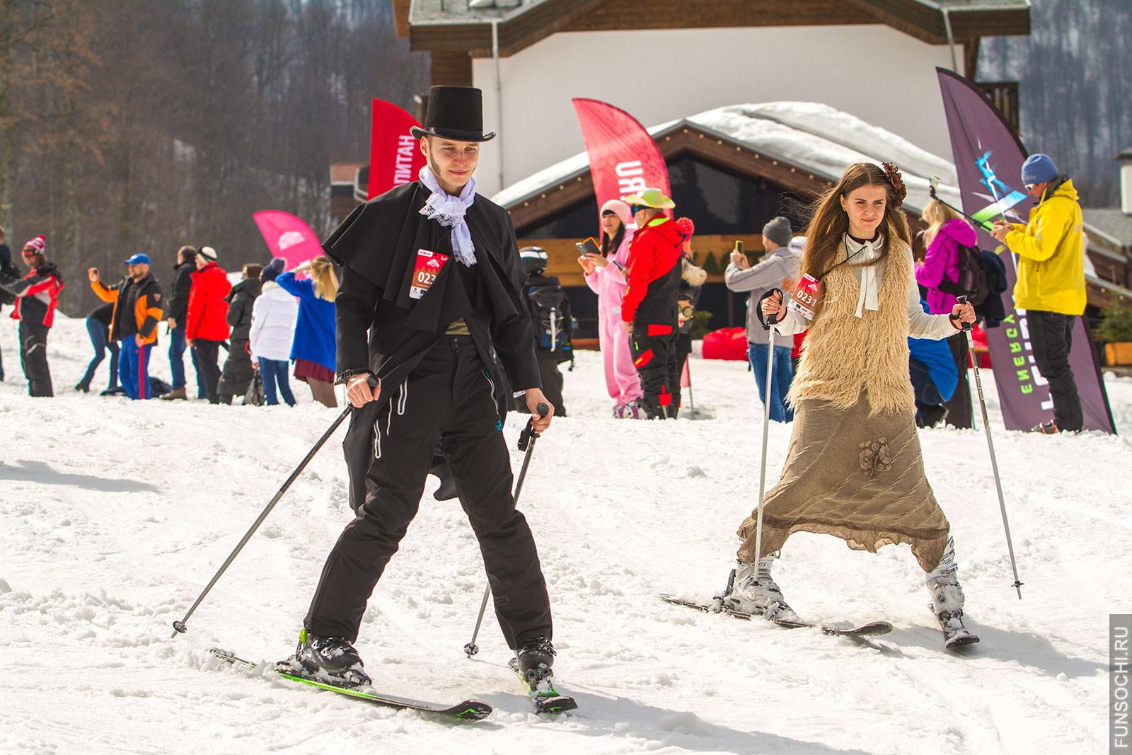 Спуск в карнавальных костюмах фото Красная Поляна
