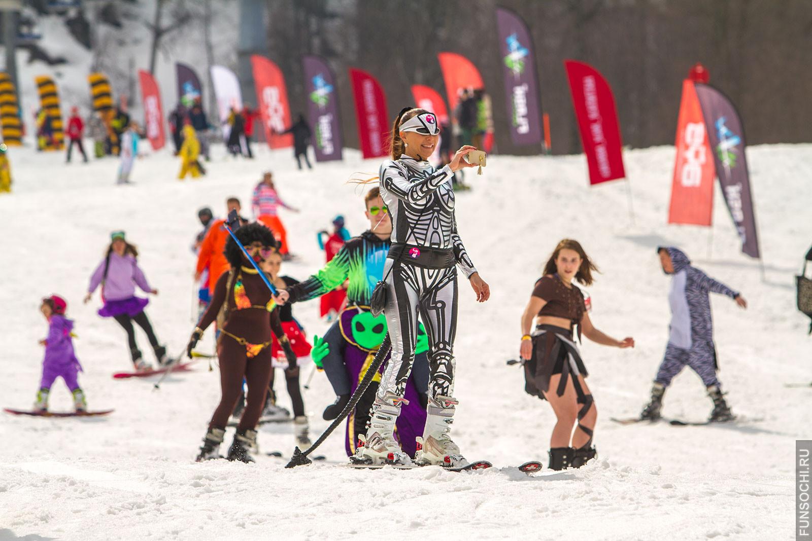 Boogel Woogel спуск в карнавальных костюмах фото