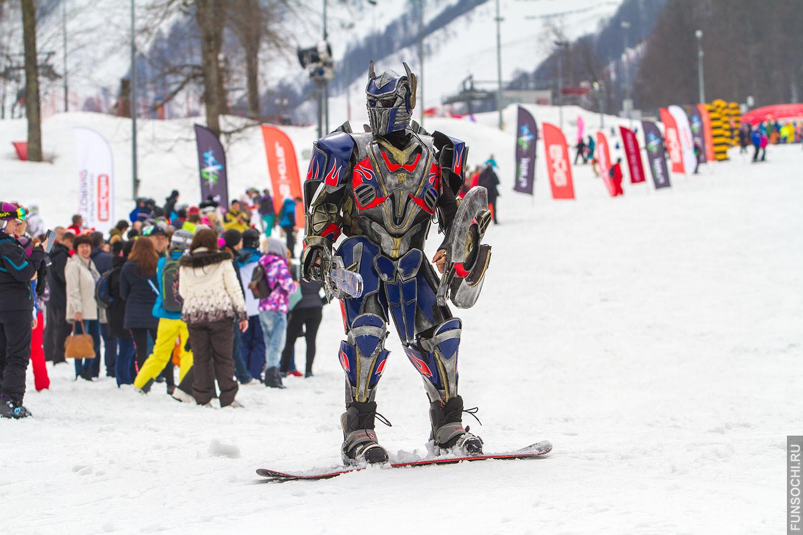 Сноубордист в костюме автобота