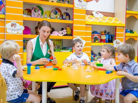 Детки занимаются в детском саде Согласие