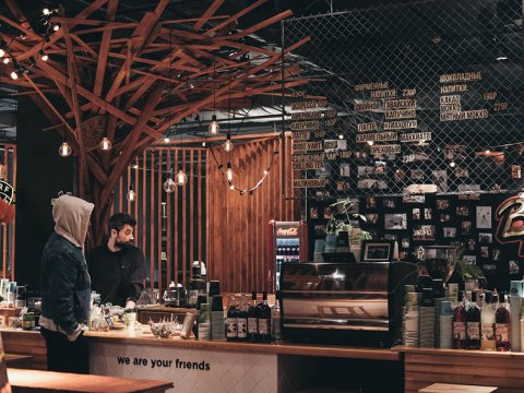 Кофейня в любимом отеле всех райдеров RIDERS LODGE на высоте 1170 над уровнем моря.