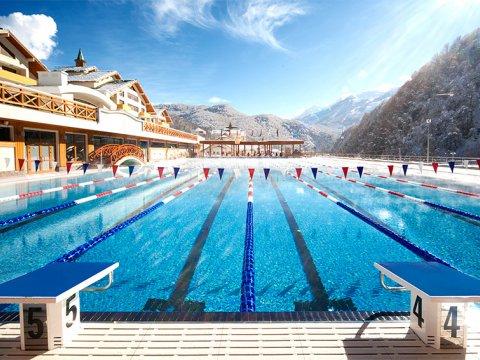 Теплый открытый плавательный бассейн 50 м в Красной Поляне круглый год