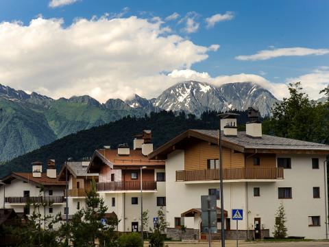Уютный отель в Горной Олимпийской деревне