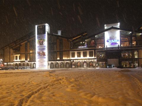 Станция канатных дорог Альпика Сервис зимой