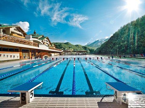 Самый большой открытый бассейн в горах Сочи
