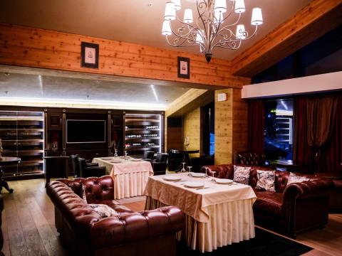 Wine Room - это уютное камерное пространство для твоей лучшей вечеринки.