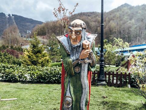 парк со сказочными фигурами в Красной Поляне