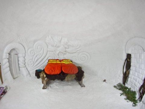 Интерьер снежного иглу отеля