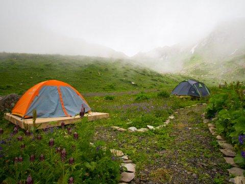 Палатки в Camp 2050