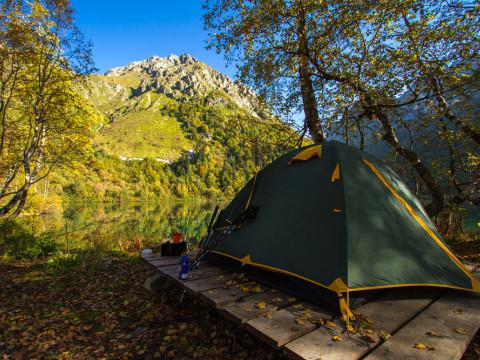 Палаточный лагерь на озере Кардывач