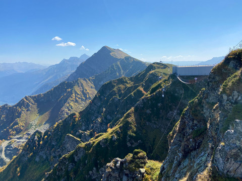 100 метровый подвесной мост в горах Сочи