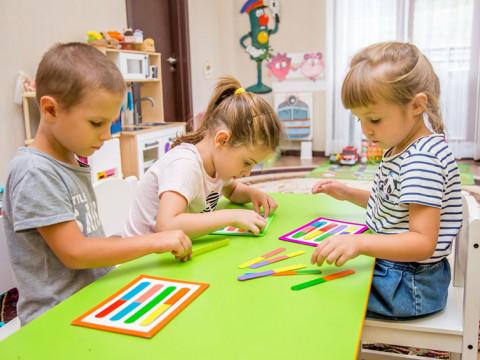 Дети играют Красная Поляна