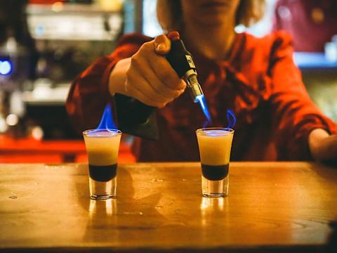 коктейли в Бугель Вугель Баре на Роза Хутор.
