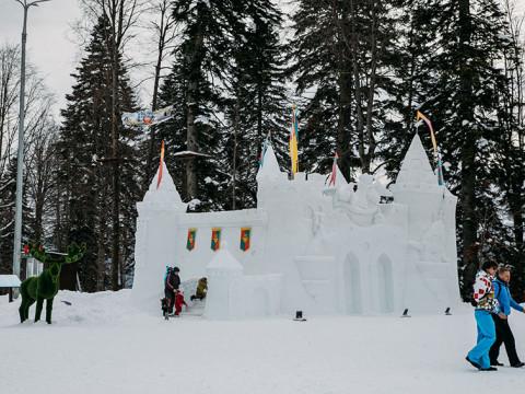 Снежный замок в Красной Поляне
