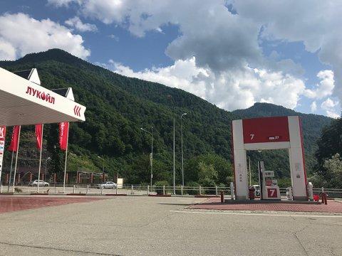 Заправка в горах Сочи