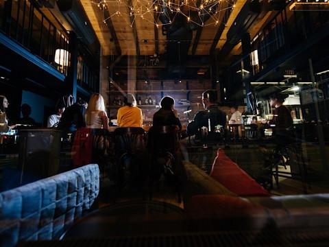 Интерьер бара Лифт в Красной Поляне.