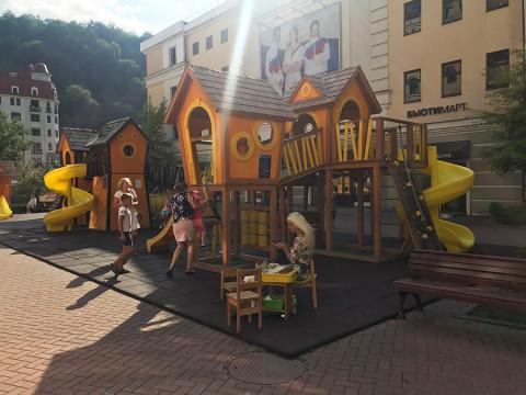 Детская площадка на Роза Хутор