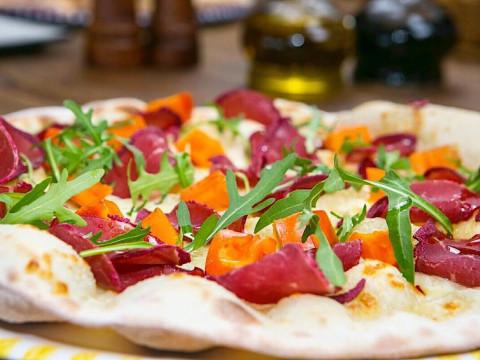 Пицца в ресторане Груша в Горной Олимпийской деревне на Роза Хутор