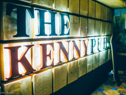 Интерьер в The Kenny Pub в Красной Поляне.