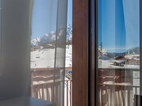 Вид из окна отеля Rosa Ski Inn Deluxe