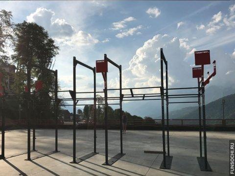 Открытая площадка в спортклубе Роза Хутор